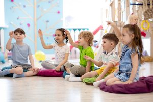 Children play on speech therapy lesson